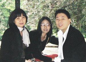 Cùng con gái Hà Kiều Anh và con rể Nguyễn Gia Thiều. Ảnh: PV