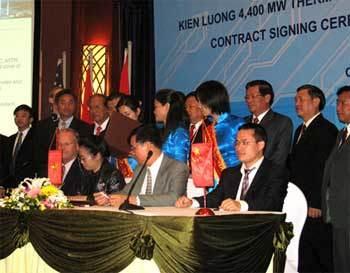 Lễ ký hợp đồng đầu tư dự án Kiên Lương đầu tháng 4/2008. Ảnh: baothainguyen.org.vn