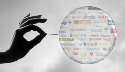 Sự đổ vỡ của các tập đoàn công nghệ trong cuộc khủng hoảng chấm com đã châm ngòi cho giai đoạn suy thoái đầu thế kỷ 21. Ảnh: wordpress.com.
