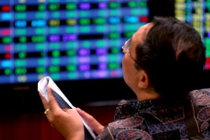 Nhà đầu tư tại cả hai sàn cùng được nhận niềm vui tăng điểm trong phiên giao dịch đầu tuần. Ảnh: Hoàng Hà.