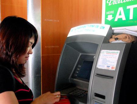 Các ngân hàng mới thành lập, đã sử dụng BIN do Ngân hàng Nhà nước cấp, sẽ không phải làm lại thẻ. Ảnh: Hoàng Hà