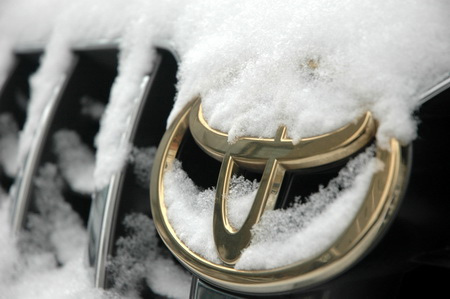 The Toyota logo on a car covered in snow in Beijing. This winter is really cold for the Japanese automaker who saw one disaster after another in its product quality and after-sales services. [CFP]