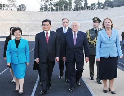 Chinese President Hu Jintao (2nd L, front) and his wife Liu Yongqing (1st L, front) visit the venue of the first modern Olympic Games accompanied by Greek President Karolos Papoulias (2nd R, front) and his wife in Athens, Greece, on Nov. 25, 2008. [Xinhua]