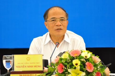Phó thủ tướng thường trực Nguyễn Sinh Hùng chủ trì cuộc họp báo thường kỳ Chính phủ chiều 4/8. Ảnh: N.M