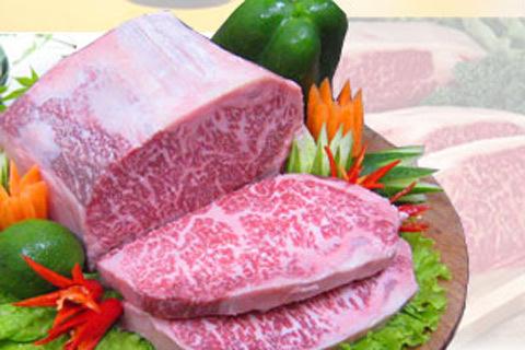 Thị bò Kobe là nguyên liệu khiến cho bát phở có giá rất cao. Ảnh: ST