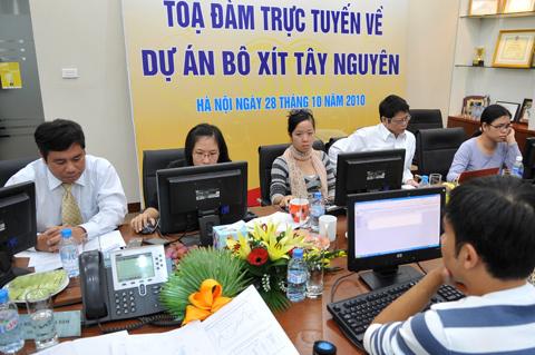 Đối thoại trực tuyến về dự án bô xít Tây Nguyên trên VnExpress chiều 28/10. Ảnh: Hoàng Hà