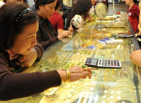 Lần đầu tiên kể từ cuối tuần trước, thị trường hồi phục trở lại mức 35 triệu đồng. Ảnh: Hoàng Hà