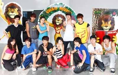 Nhóm nhảy MTE với vũ điệu sư tử trong lễ khai mạc.