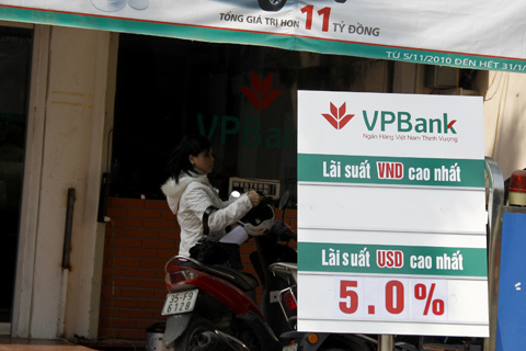 Lãi suất tiết kiệm VND của VPBank để trắng thay cho mức 17% hôm qua. Ảnh: Tuệ Minh