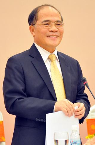 Phó thủ tướng Nguyễn Sinh Hùng lạc quan với những thành tựu kinh tế Việt Nam đạt được trong năm 2010. Ảnh: Nhật Minh