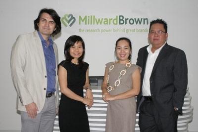 Từ trái qua phải: Ông Phil Worthington-Managing Director, bà Nguyễn Thị Thu Hương - Associate Account Director, bà Phạm Châu Linh - Account Director, ông Pierre Pham-Group Account Director.
