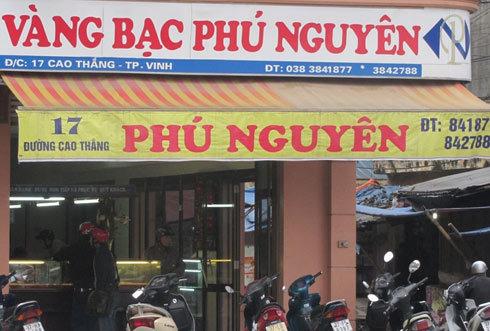 Các tiệm vàng ở Nghệ An đều thông báo ngừng mua bán đôla. Ảnh: Nguyên Khoa