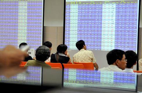 Lực chốt lời khiến Vn-Index và HNX-Index đồng loạt giảm điểm. Ảnh minh họa: Hoàng Hà