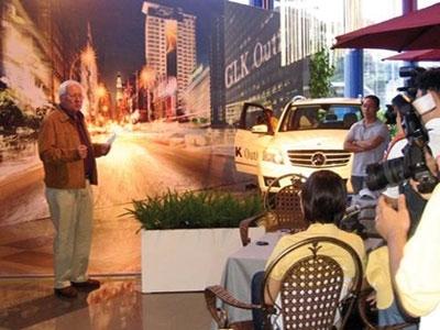 Học viên tham gia bài học Event Lễ tung sản phẩm mới với sự kiện giới thiệu xe hơi của Mercedes Benz.