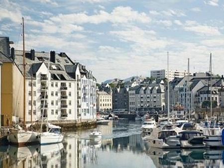 Na Uy cũng được đánh giá cao về giờ làm việc và chất lượng cơ sở hạ tầng.