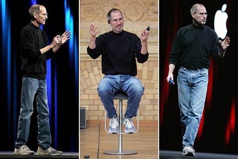 Bộ đồ quen thuộc mỗi khi Jobs có mặt tại các sự kiện của Apple.