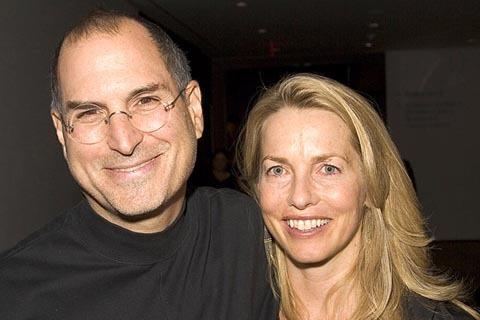 Steve Jobs và vợ - Laurene Powell. Ảnh chụp tháng 12/2005.