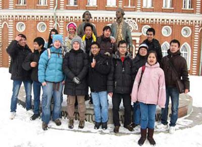 Các du học sinh được học bổng du học tại Liên bang Nga năm 2010.