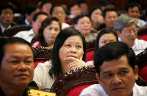 Nhiều đại biểu cho trăn trở về vấn đề mặt trái của chính sách thắt chặt tiền tệ. Ảnh: Tiến Dũng