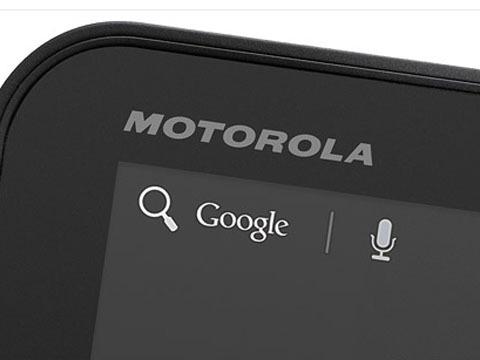 Google trở nên mạnh mẽ hơn trong trận chiến với Apple sau khi sát nhập Motorola Mobility. Ảnh: CNN