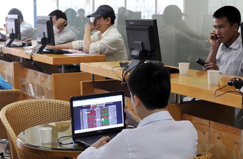 Nhà đầu tư bắt đầu đẩy mạnh bắt đáy sau khi Vn-Index xuống dưới 450 điểm. Ảnh minh họa: Hoàng Hà