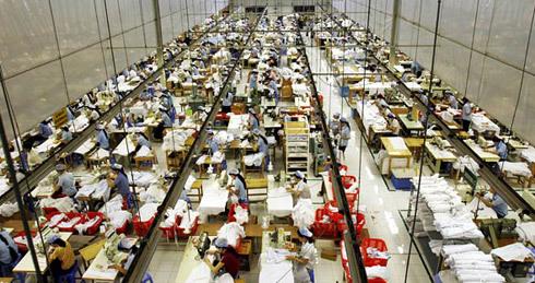 UNIDO cho rằng quá trình tăng lương phải đi kèm với tăng năng suất lao động. Ảnh: NYTimes