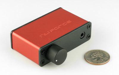 uDAC-2  dòng Portable chỉ lớn hơn đồng xu một chút.