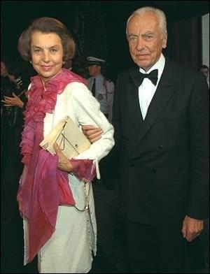 2. Năm 1950, bà Liliane cưới một chính trị gia người Pháp, ông Andre Bettencourt, sau này chính ông Andre cũng được bổ nhiệm làm chủ tịch của công ty LOreal. 2 ông bà chỉ có một người con gái tên là Francoise sinh ra vào ngày 10/71953.
