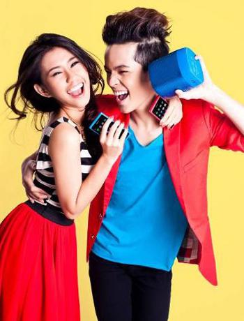 Người mẫu Ngọc Thảo cùng Kelbin 'color block' với N9 hồng và xanh.