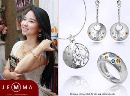 Bộ trang sức bạc đính đá nhiều màu sắc.
