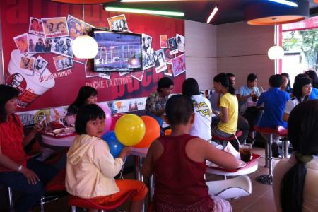 Tại Việt Nam sau 14 năm hoạt động, KFC đã trở thành một cái tên quen thuộc với người tiêu dùng.