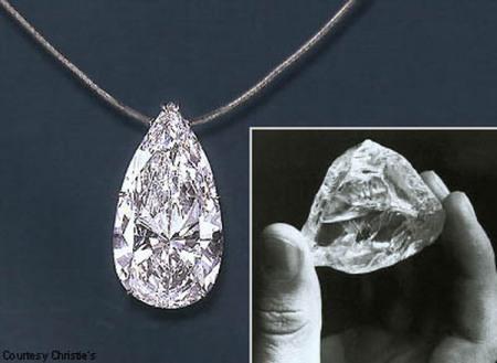 Pendant từng một thời là ngôi sao sáng của nhà đấu giá Christies hồi tháng 10/2011. Trong khi những nữ trang khác hấp dẫn ở kiểu dáng thì Pendant thiết kế đơn giản, không phô trương, chỉ có một viên kim cương duy nhất hình quả lê treo trên sợi dây chuyền. Tuy nhiên, trọng lượng của nó lên đến 74,49 carat và trị giá gần 5 triệu USD. Nhiều chuyên gia tạo mẫu cho biết, Pendant đích thực là sự lựa chọn số 1 cho những sự kiện trên thảm đỏ hoặc lễ cưới.