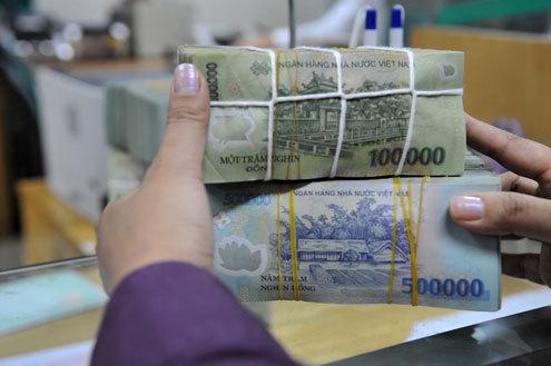 Lượng tiền đồng vẫn loanh quanh ở các ngân hàng thương mại do khó cho vay. Ảnh: Hoàng Hà.
