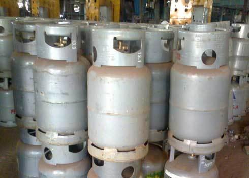 Gas không rõ nguồn gốc tràn lan trên thị trường. Ảnh: K.C
