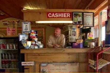 Ông Sammons trong cửa hàng Buford Trading Post. Ảnh: BBC