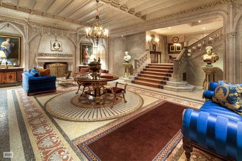 Có hai mặt nằm trên phố 80th Street và Fifth Avenue, căn nhà này có giá 90 triệu USD. Được xây dựng từ năm 1912, căn nhà siêu đắt này có 6 tầng.