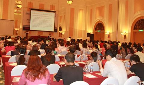 Hội thảo kiến thức dinh dưỡng và sức khỏe cho phụ nữ mang thai.