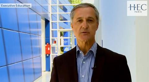Phó Giáo sư Charles-Henri Besseyre Des Horts, đồng phụ trách chương trình Thạc sĩ Chiến lược Nhân lực tại HEC Paris, hiện tham gia giảng dạy tại chương trình MBA của CFVG).