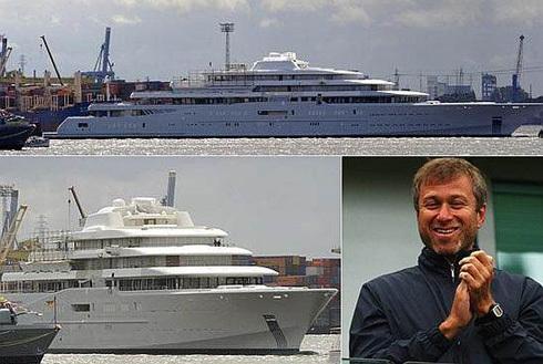 Abramovich là chủ nhân của du thuyển lớn nhất thế giới có giá 1 tỷ USD Eclipse. Du thuyền này có 2 bể bơi, hệ thống laser chống giới săn ảnh và một tàu ngầm phòng trường hợp khẩn cấp. Abramovich cho thuê du thuyền Eclipse với giá 2 triệu USD mỗi tuần.