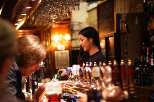 Becks là một trong những thương hiệu bia nổi tiếng nhất thế giới về chu trình sản xuất thủ công. Hiện nay, trụ sở chính của hãng nằm tại New York. Theo chiến dịch lâu dài, ban điều hành doanh nghiệp quyết định sẽ làm các sản phẩm trở nên độc đáo và nghệ thuật hơn với những chai bia được thiết kế theo kiểu dáng riêng biệt.