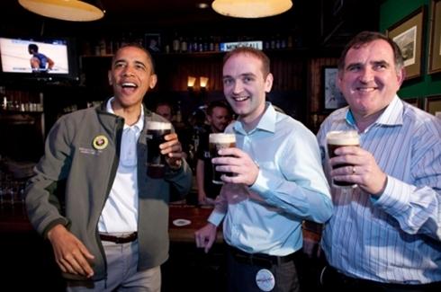 Ở Ireland, Guiness là nhãn hiệu vô cùng nổi tiếng với dòng sản phẩm bia đen. Nguyên liệu chính sản xuất phải là những hạt lúa mạch rang khô chất lượng cao theo đúng tiêu chuẩn. Thực khách chỉ cần dùng một cốc bia Guinness sẽ khó lòng quên hương vị cháy từ lúa mạch rang. Không chỉ vậy, đây cũng là thương hiệu bia kinh doanh thành công nhất toàn cầu. Hãng được thành lập vào năm 1759 tại Ireland nhưng chuyển trụ sở chính sang London vào năm 1932.