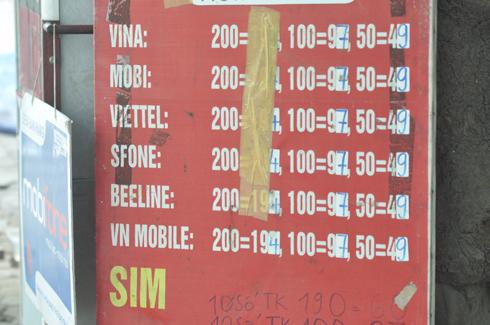 Khách hàng sử dụng mạng S-Fone hiện giờ trong tình trạng khó mua thẻ cào hơn trước. Cái tên S-Fone vẫn còn xuất hiện ở những tấm biển chào bán sim thẻ cũ kỹ của các cửa hàng nhỏ lẻ, nhưng hầu hết trong số này đều trả lời không bán thẻ S-Fone do số người mua quá ít.