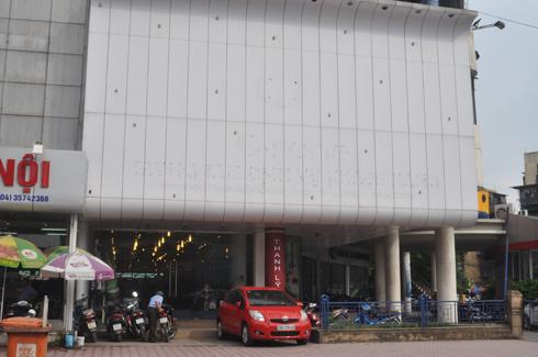 Địa chỉ 28 Phạm Ngọc Thạch từng là một trong những đại lý lớn nhất của S-Fone tại Hà Nội. Tuy nhiên, hiện cửa hàng này thuộc sở hữu của một đơn vị khác, toàn bộ biển quảng cáo của nhà mạng đã bị gỡ bỏ.