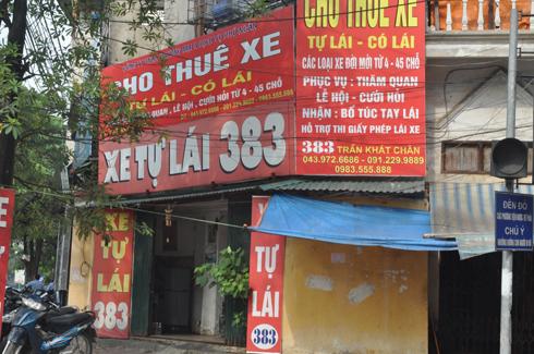 Một đại lý khác của S-Fone tại số 383 Trần Khát Chân cũng đã chuyển thành văn phòng kinh doanh dịch vụ cho thuê xe tự lái.