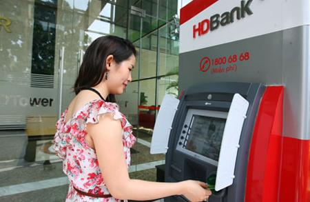 HDBank không thu phí giao dịch ATM nội mạng và ngoại mạng.