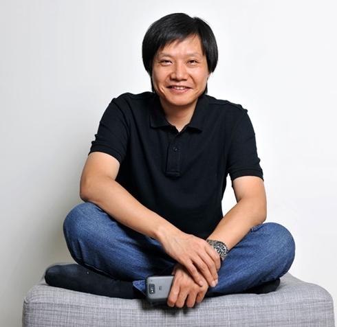 Lei Jun có phong cách ăn mặc khá giống Steve Jobs. Ảnh: Forbes