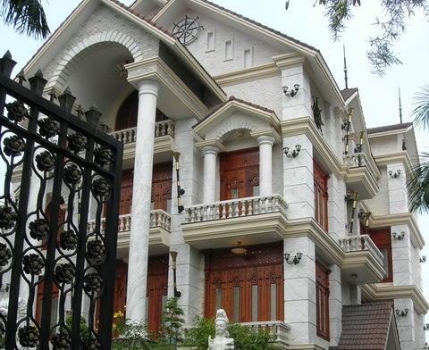 Biệt thự của gia đình đại gia Diệu Hiền trên đường 30/4, TP Cần Thơ luôn kín cửa. Hai ngày qua không thấy ông Trần Văn Trí, Tổng giám đốc Công ty Bình An về đây.