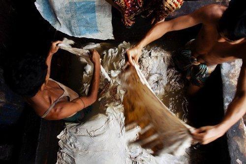 Những xưởng thuộc da ở khu vực Hazaribagh đã thải ra môi trường xung quanh đầy hóa chất độc hại.