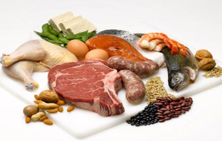 Ăn hạn chế chất đạm sẽ tốt cho sức khỏe bệnh nhân suy thận mạn.