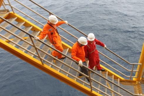 Các đường dẫn và lối đi chính đều nằm trên mực nước biển từ 20 mét trở lên. Người đi lại đòi hỏi phải bám chặt vào lan can các lối đi, đề phòng trượt, ngã.